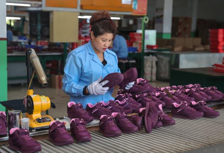 GP: shoe factory footwear CHINA-ECONOMY