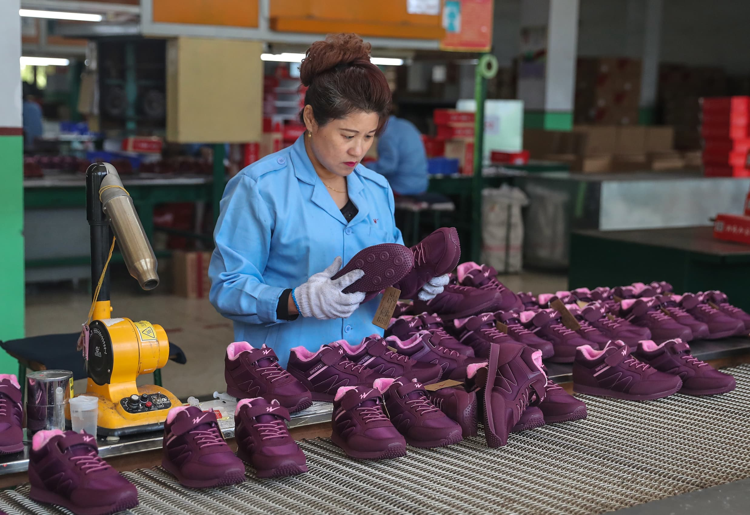 China's factory activity unexpectedly expands in August, a private survey shows