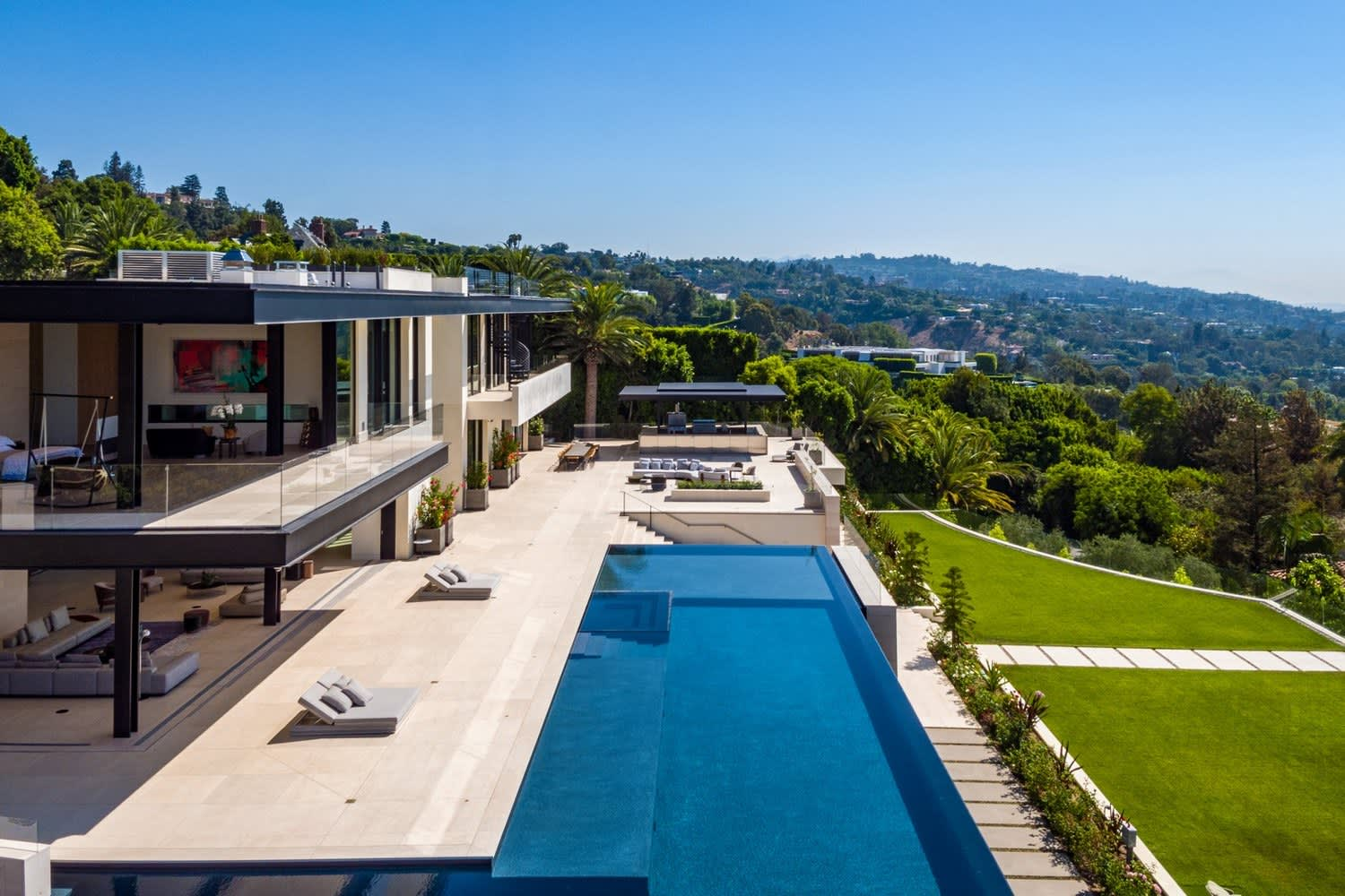 Celebrity surgeon went 'all in' on $180 million Bel Air mansion, then came the high-end housing glut