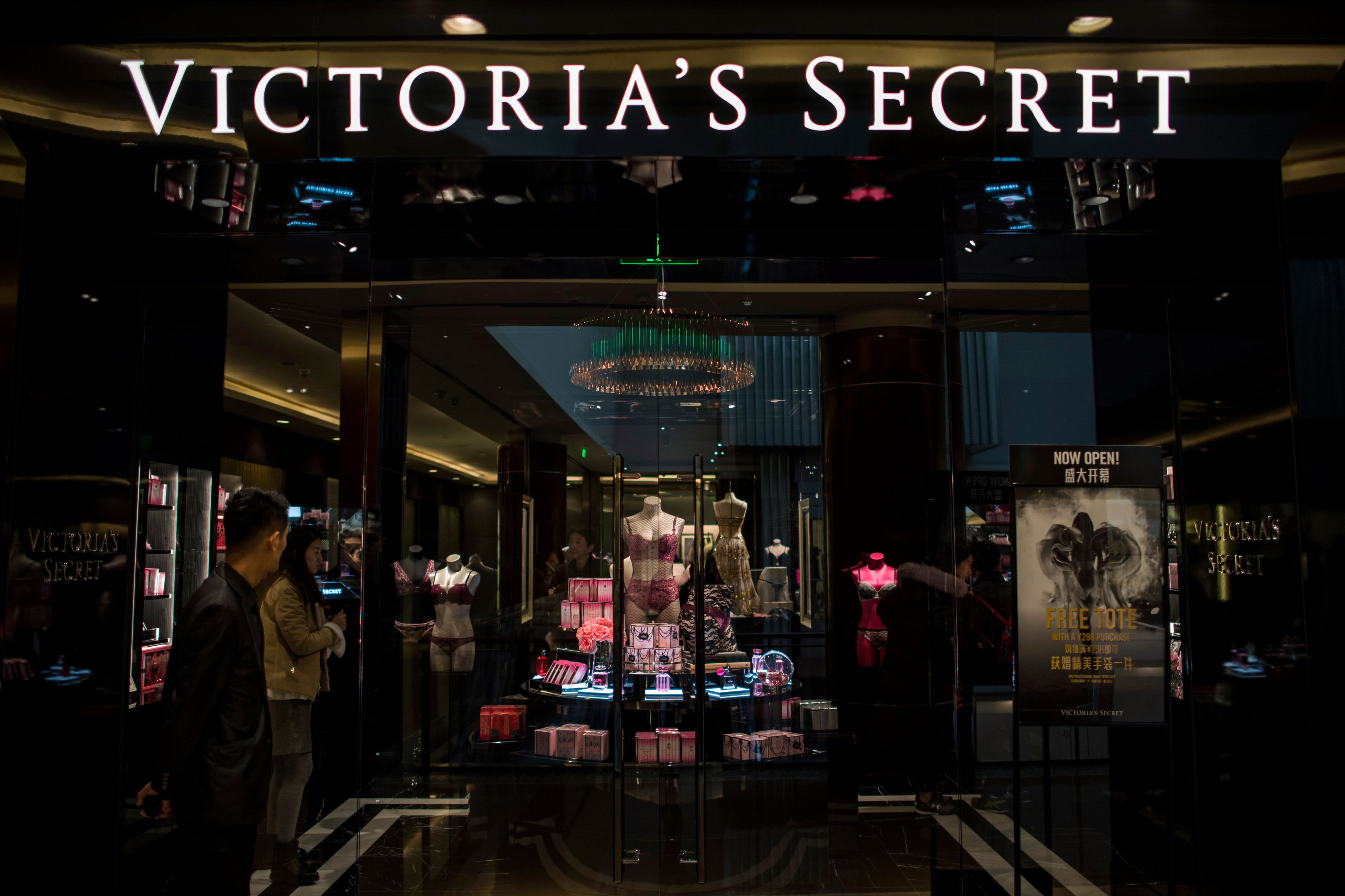 Victoria's Secret parent L Brands shares tank, nearing a 10-year low