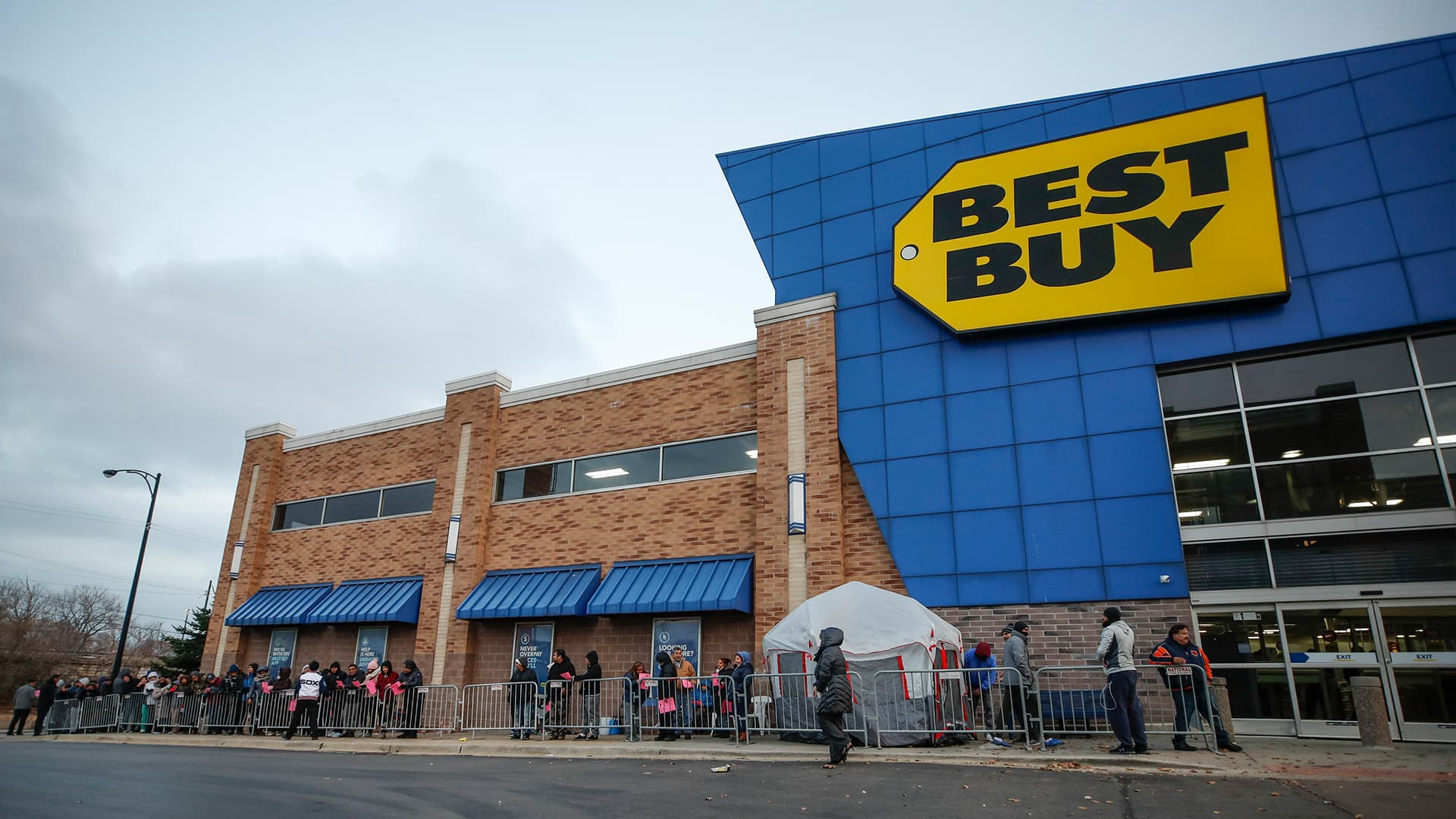 Best Buy will sell Flywheel bikes, Hydrow rowing machines in over 100 stores by the end of the year
