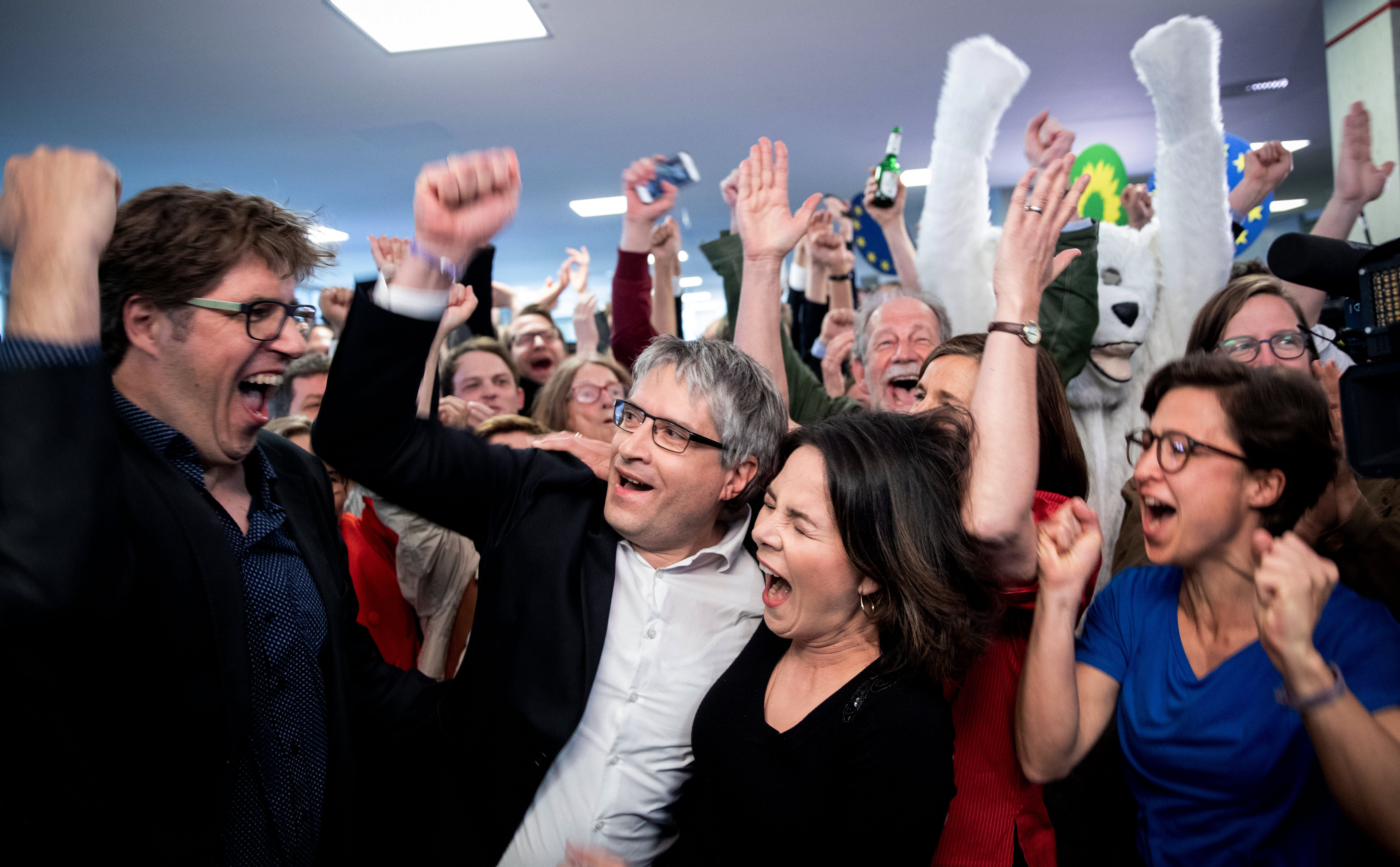 Berlin: Michael Kellner (l-r), Federal Director of the Greens, Sven Giegold, Member of the European Parliament for the Greens, Annalena Baerbock, Chairwoman of the Greens, and Hannah Neumann, candidate for the European elections, rejoice after the announcement of the first forecast for the European elections.