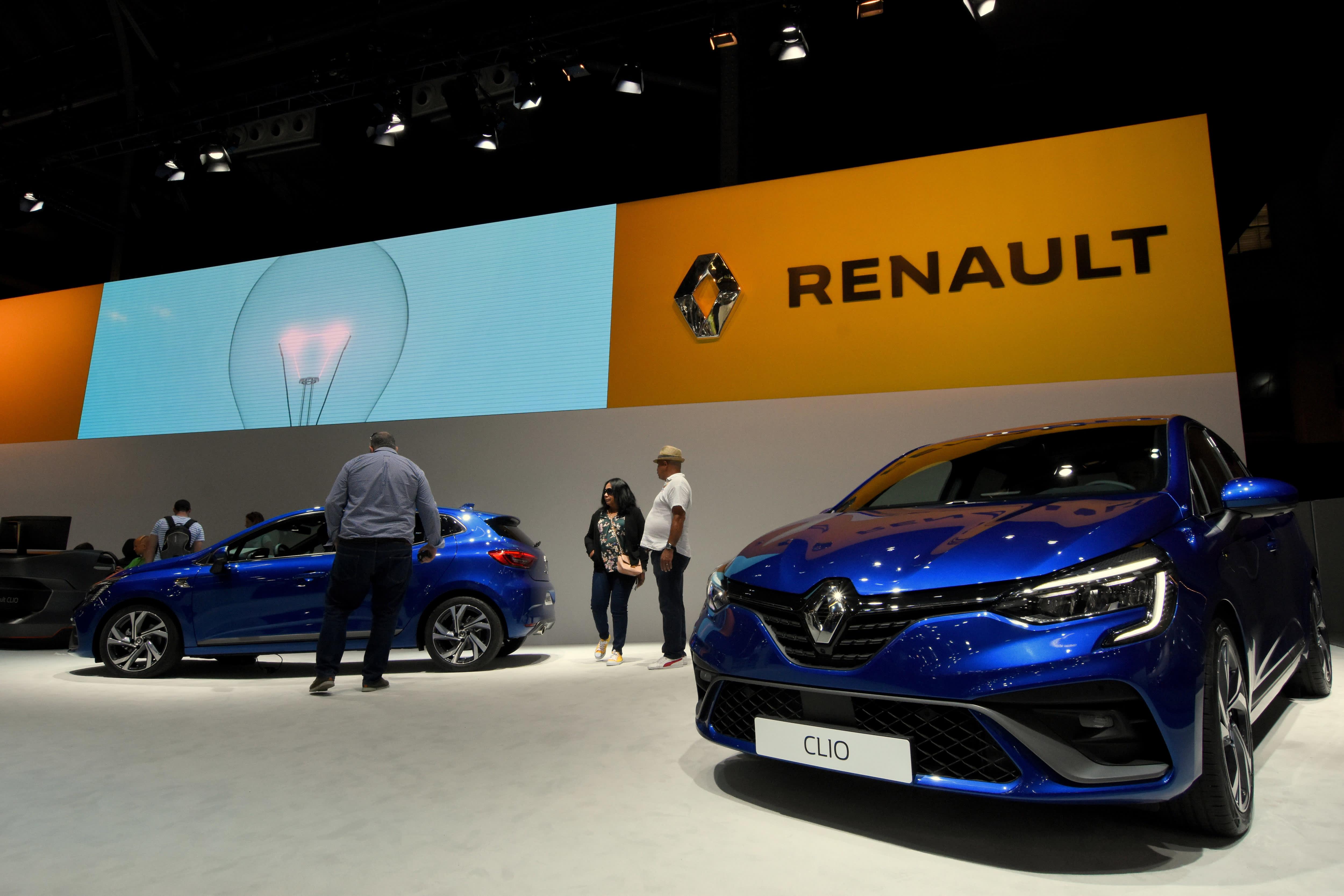 Renault cuts revenue goal after weaker first half