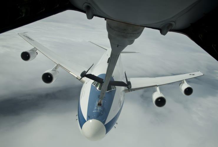 HO: E-4B aerial refeuling