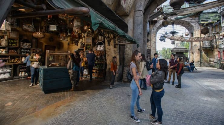 H/O: Stars Wars Galaxy's Edge Marketplace