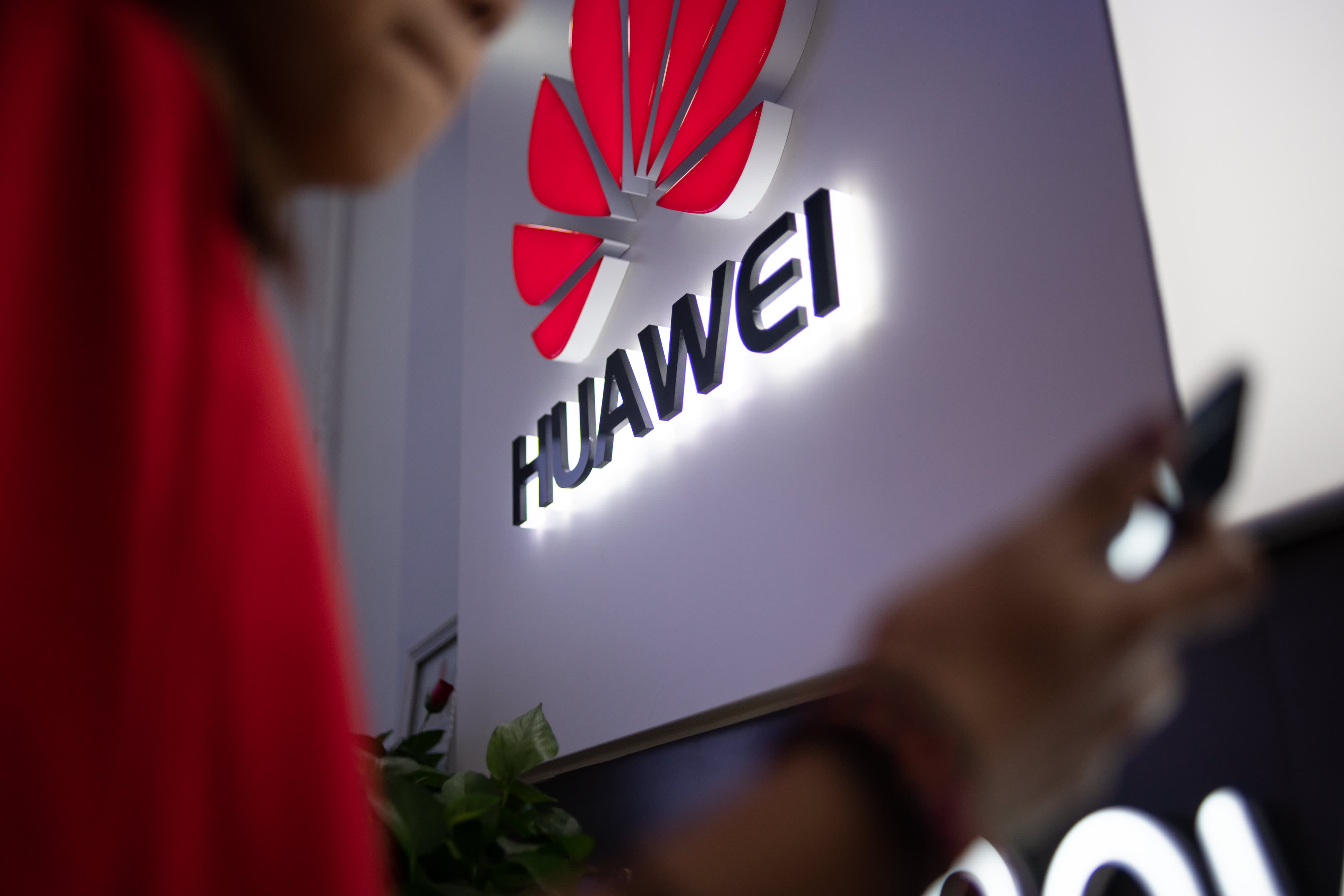 US reportedly plans to grant licenses for firms to sell goods to blacklisted Huawei