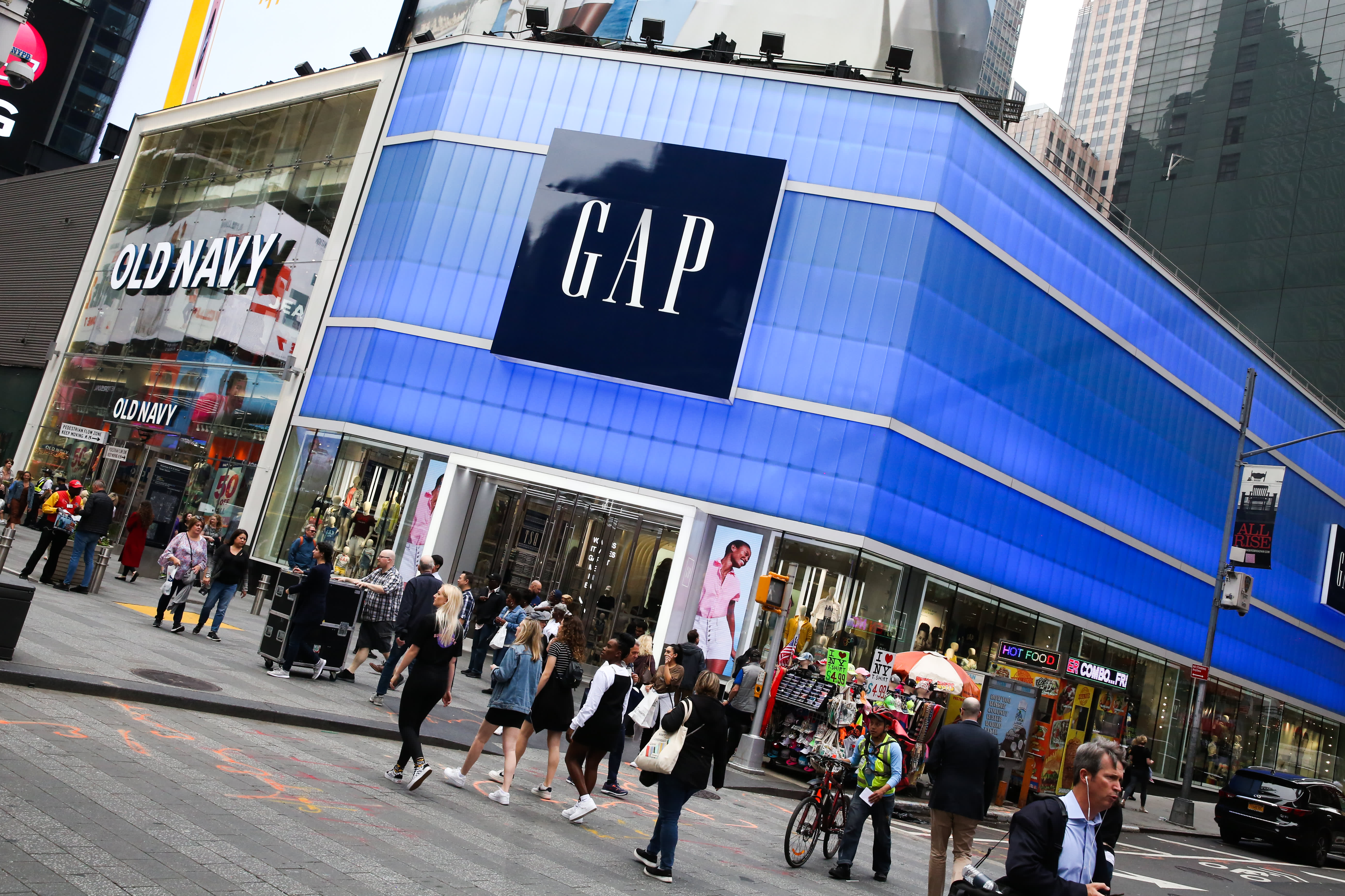 Gap shares rise on earnings, sales beat; retailer says making 'progress' on split
