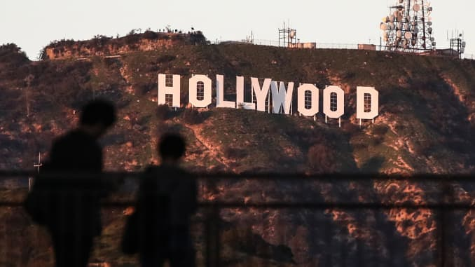 Hollywood threatens to pull productions in Georgia over