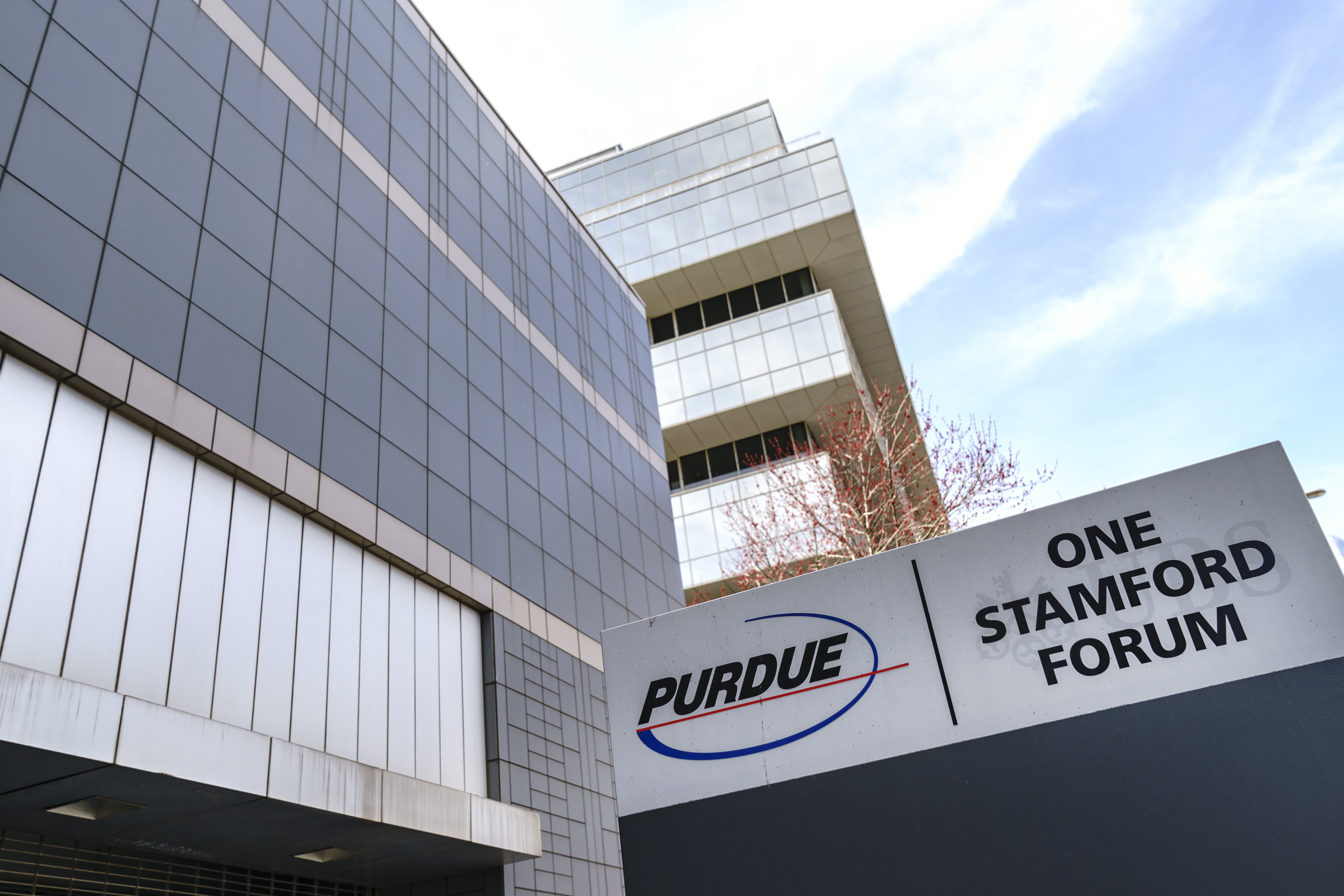 Purdue Pharma reaches tentative deal to settle roughly 2,000 state and local opioid cases