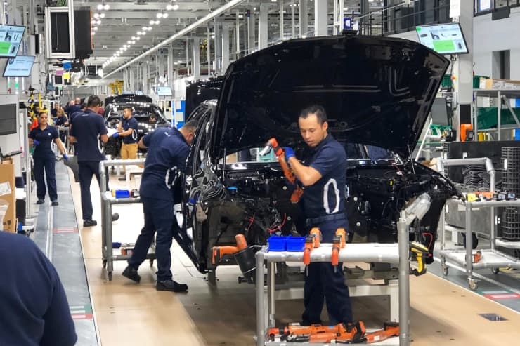 CNBC: BMW Series 3 cars made in Mexico 1