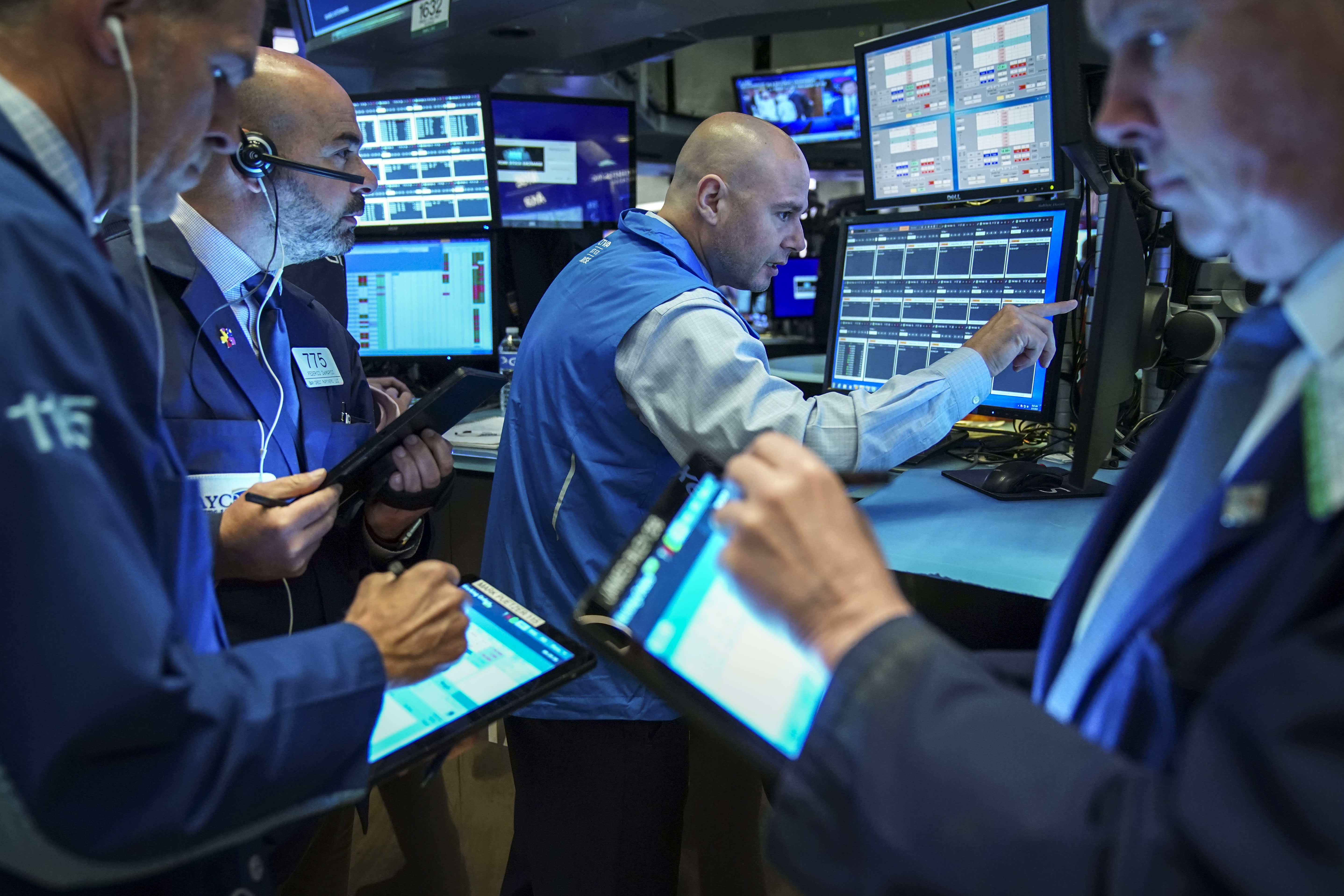 US stock futures mixed as investors look ahead to earnings deluge