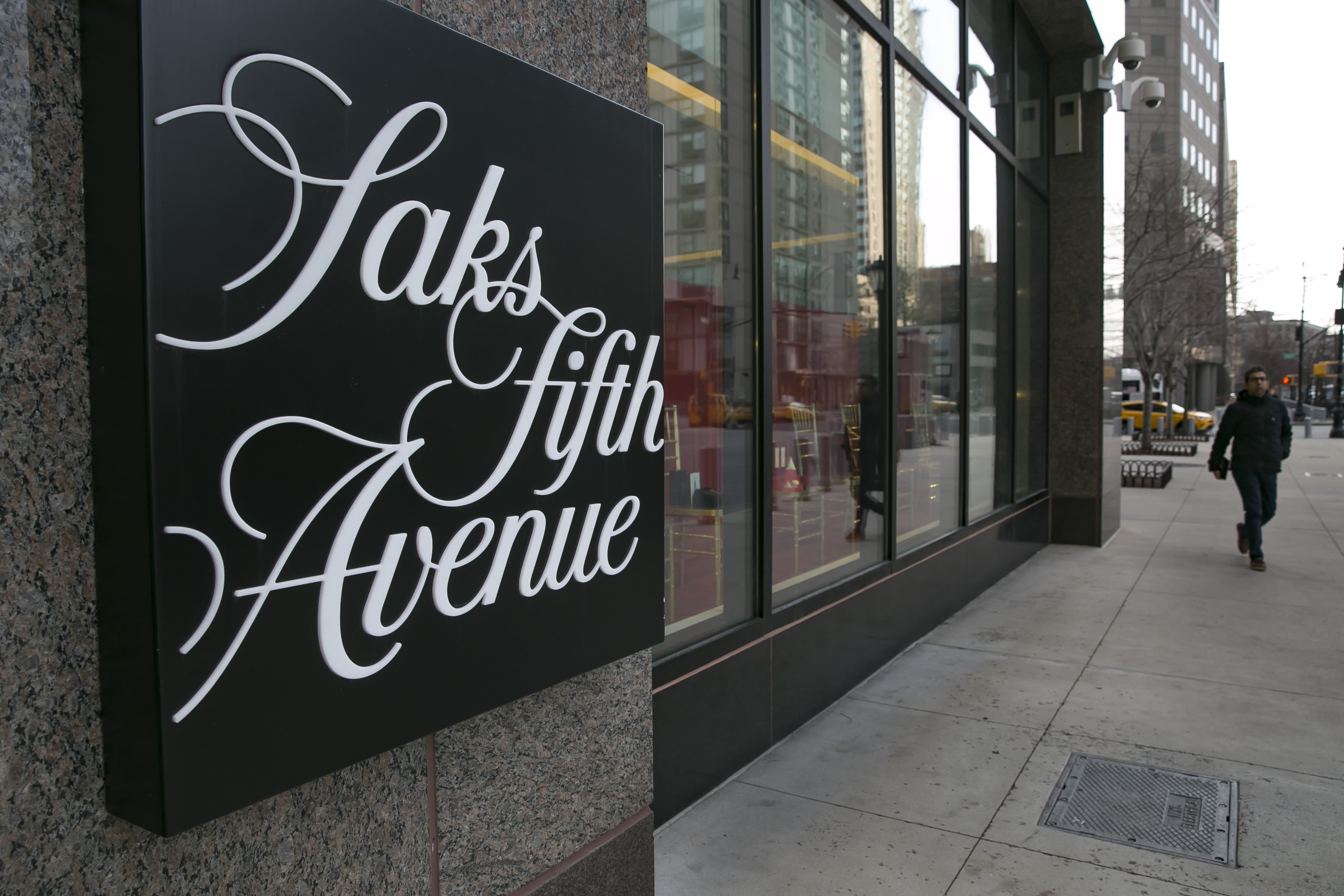 Executive chairman of Saks-owner Hudson's Bay Co. puts in bid to take retailer private