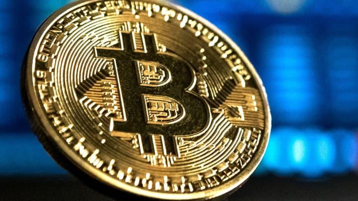 Bitcoin rallies above $11,000 through the weekend, nearing a 15-month high