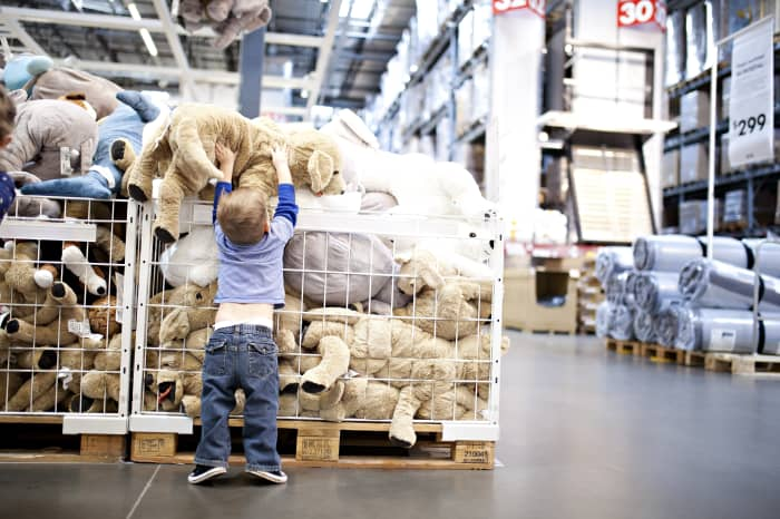 20/20: Kids playing in the stuffed animals at Ikea