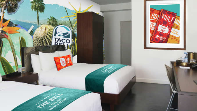 H/O: Taco Bell hotel guest room