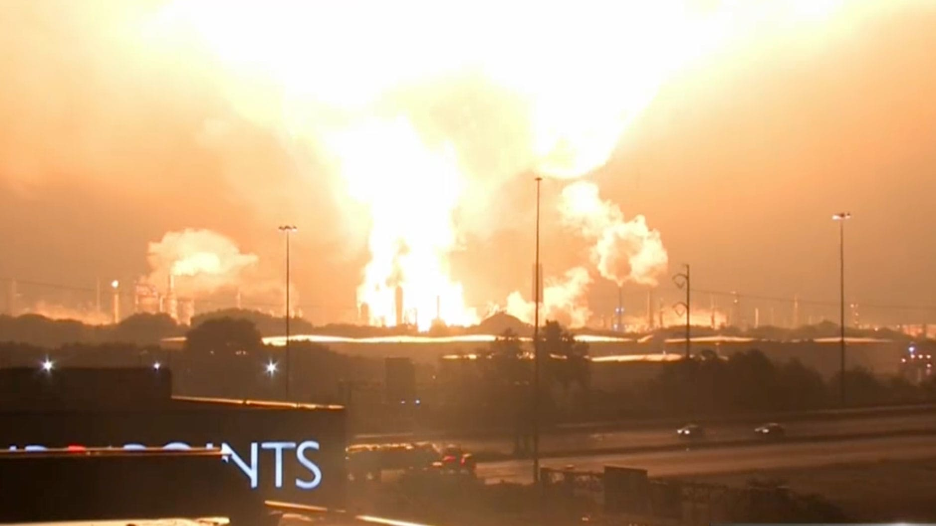 Giant explosion rocks Philadelphia refinery complex, gas prices rise