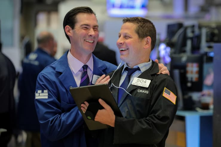 RT: NYSE traders smiling happy traders