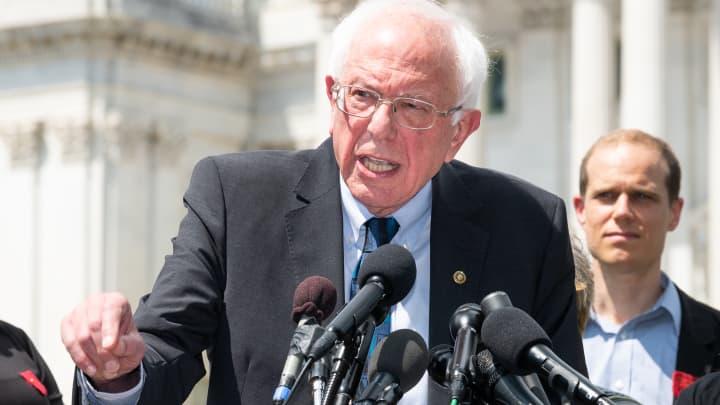 Bernie Sanders proposes forgiving the student debt of 45 million Americans