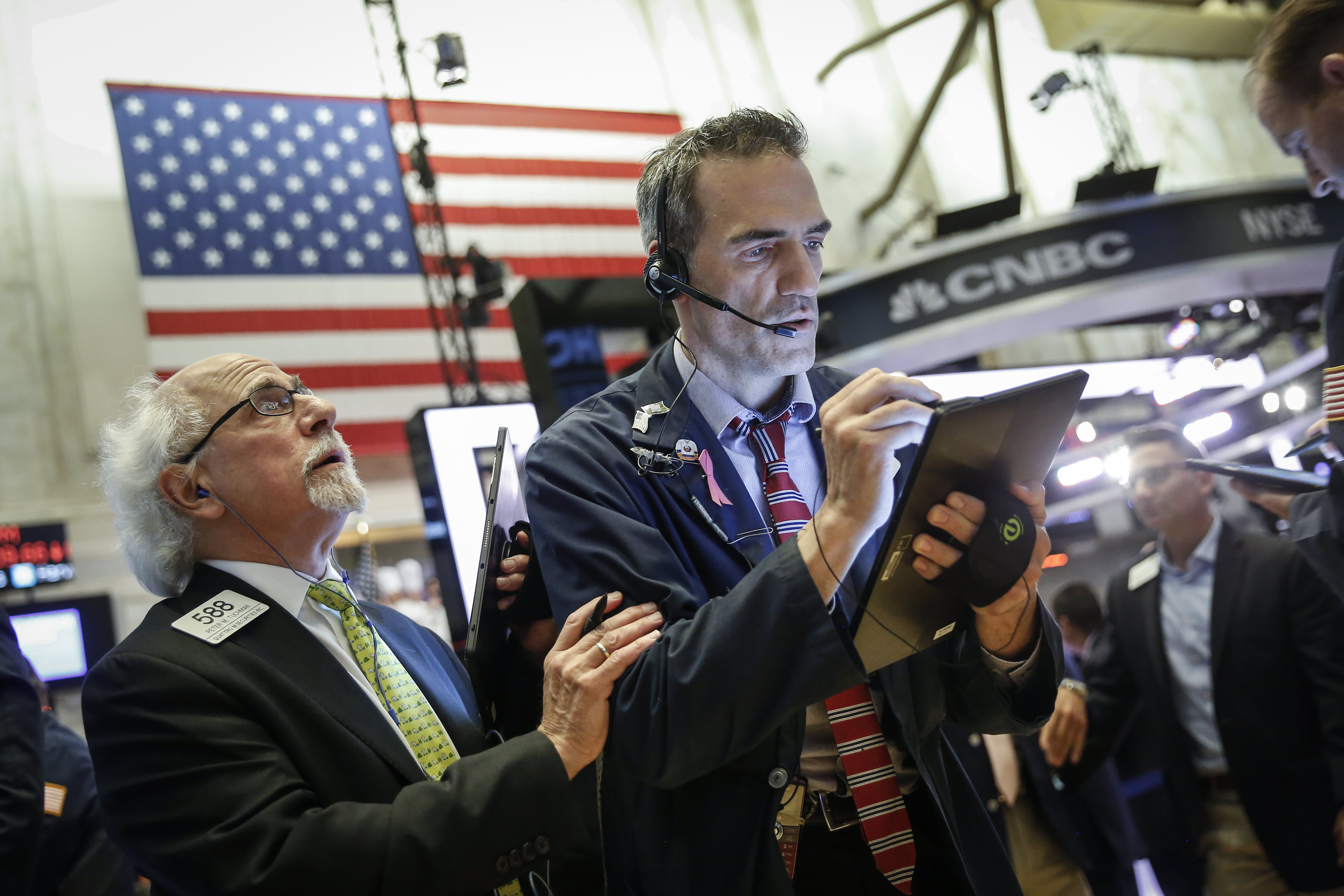 Dow falls 150 points, heads for 3-day losing streak