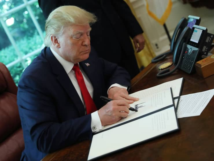 GS: President Donald Trump Signs Executive Order For New Sanctions On Iran 190625
