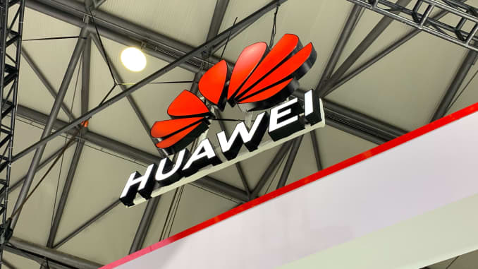 Huawei drops lawsuit against the US after seized equipment