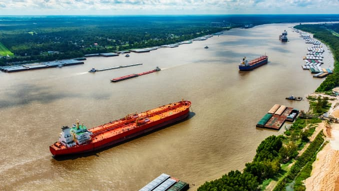 GP: Oil Tankers on the Mississippi in Louisiana 191029