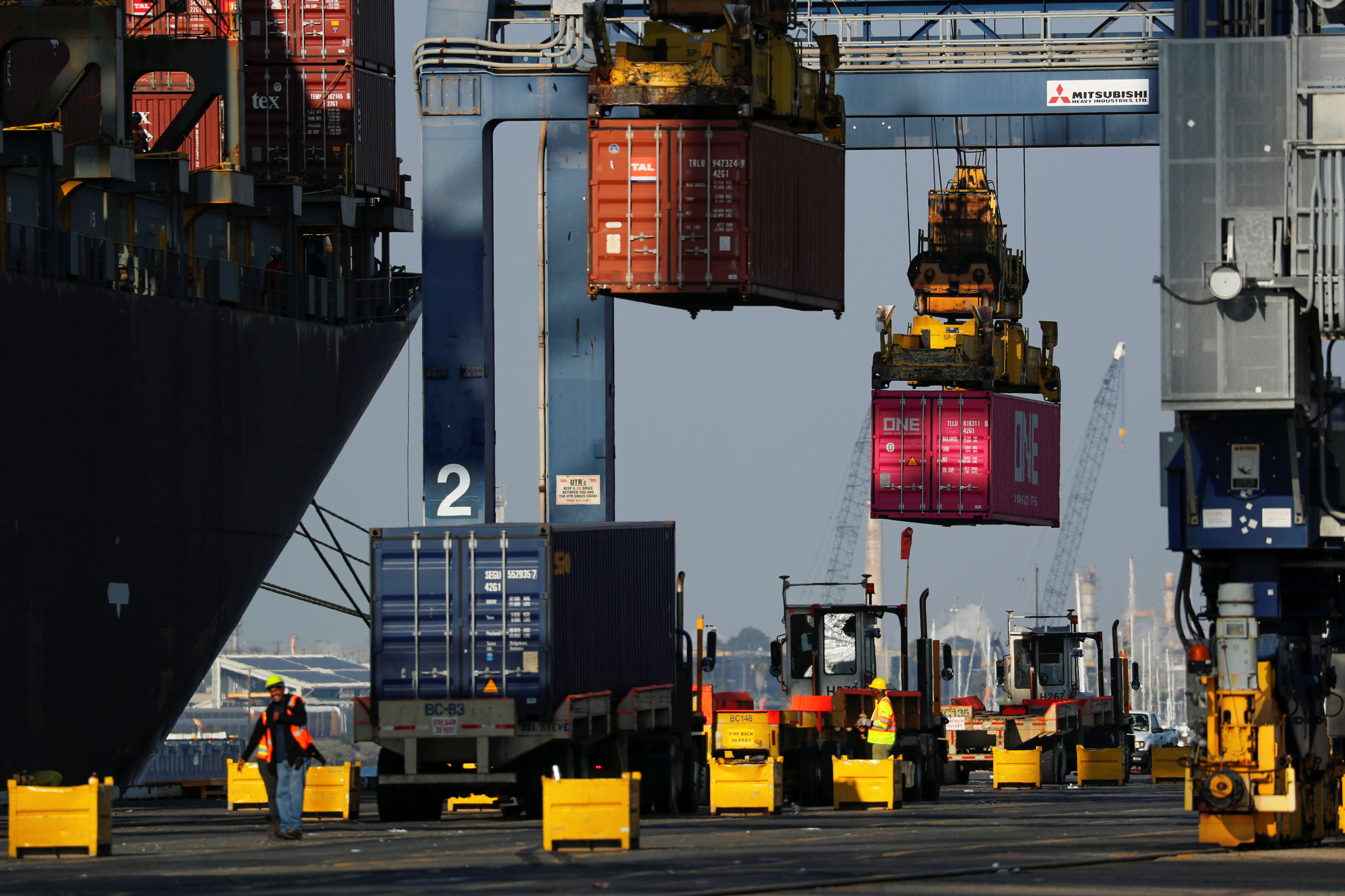 Top US port for China ocean trade reports decline in June imports