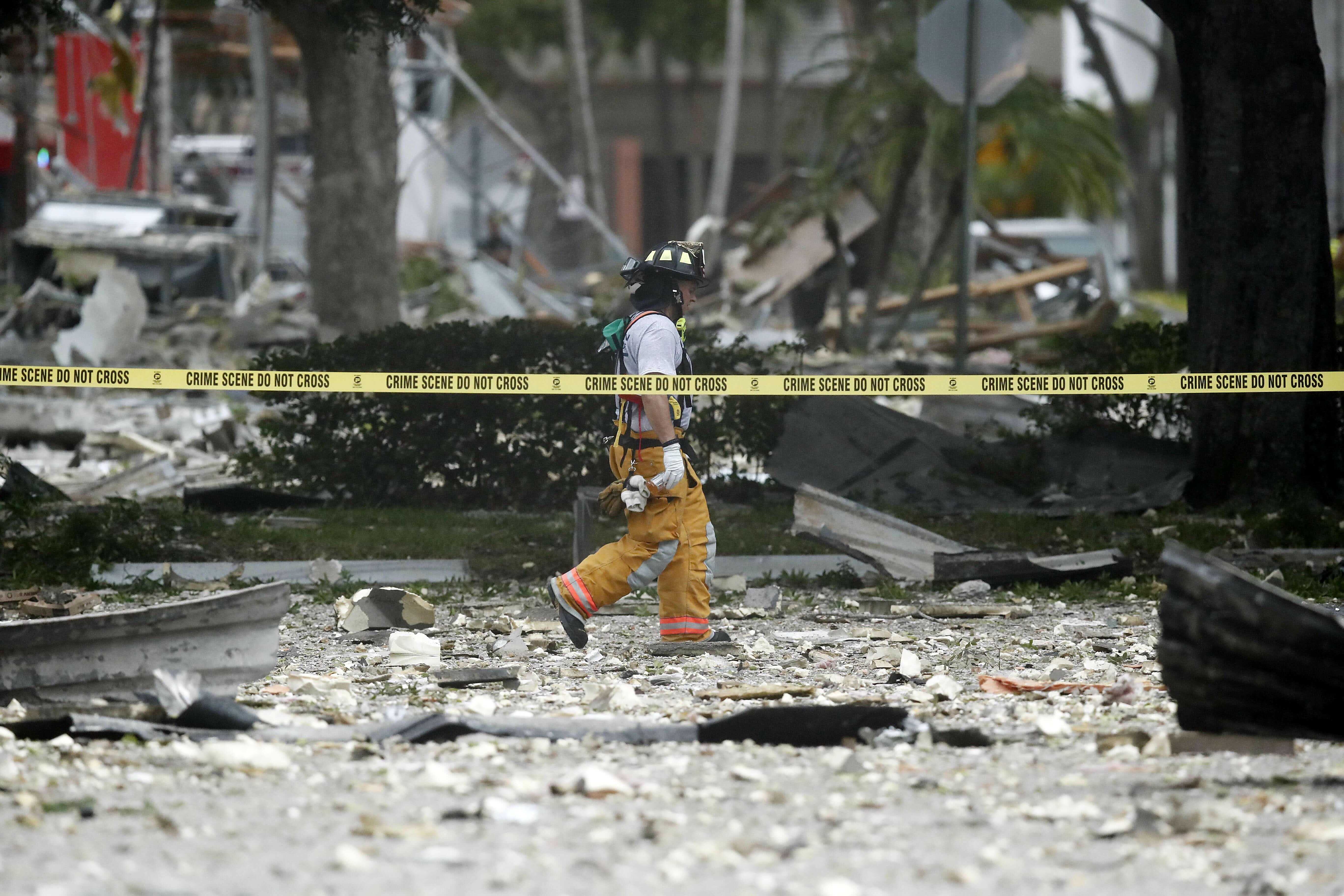 Explosion at Florida shopping plaza injures 20