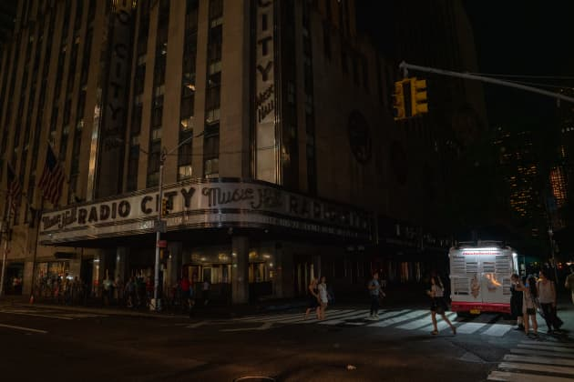 Section of Midtown And Upper West Side Of Manhattan Loses Power