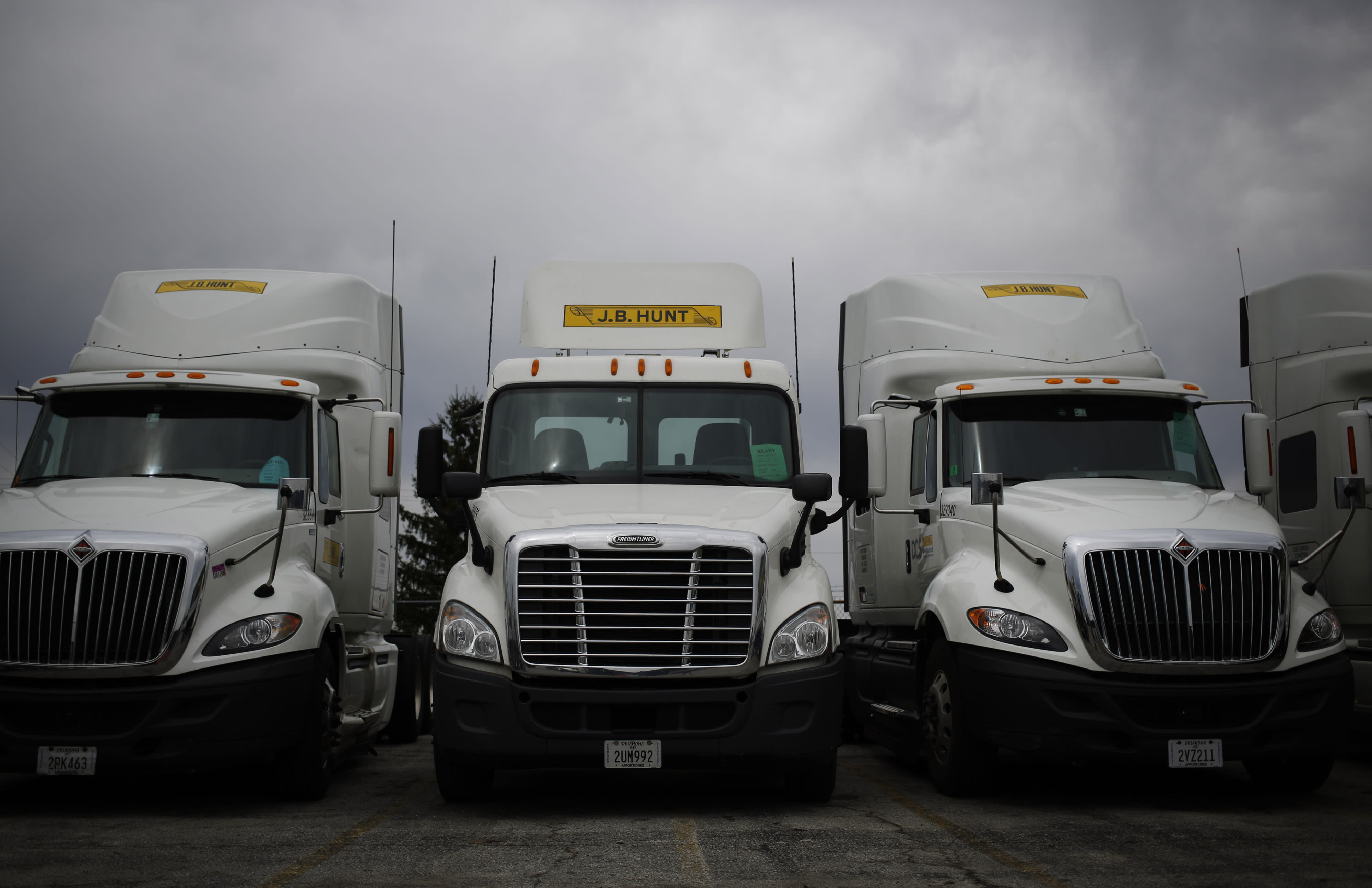 This transport stock holds the key to earnings season