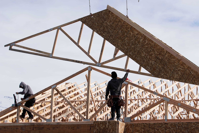 Homebuilder sentiment ticks up slightly, as housing shortage intensifies