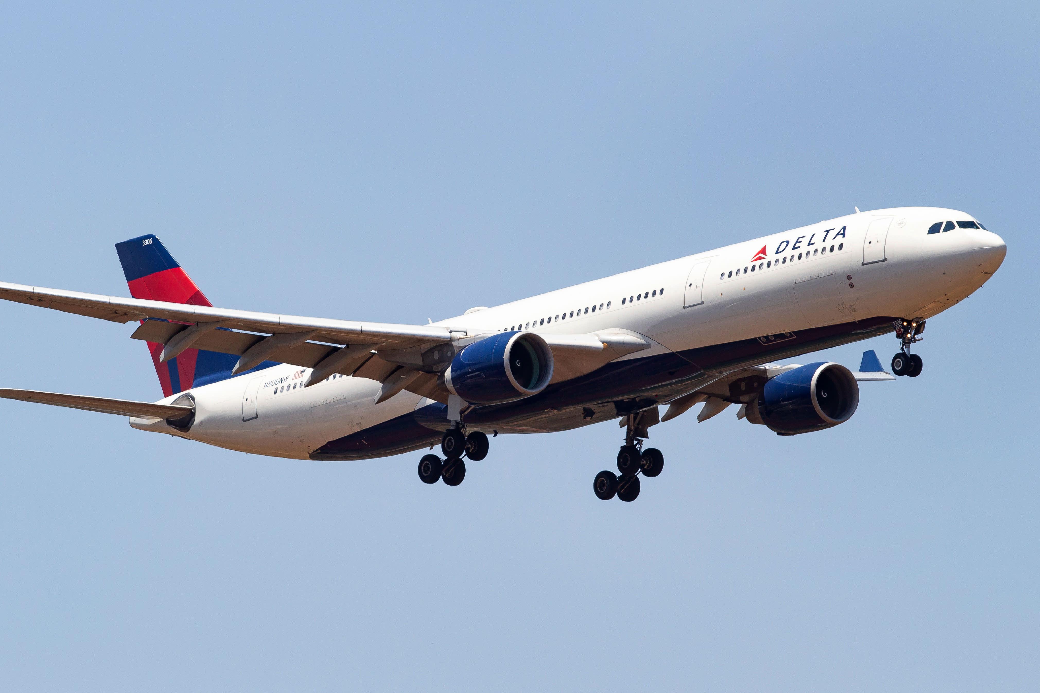 Over 40 injured after Delta jet dumps fuel on LA schools during midair emergency