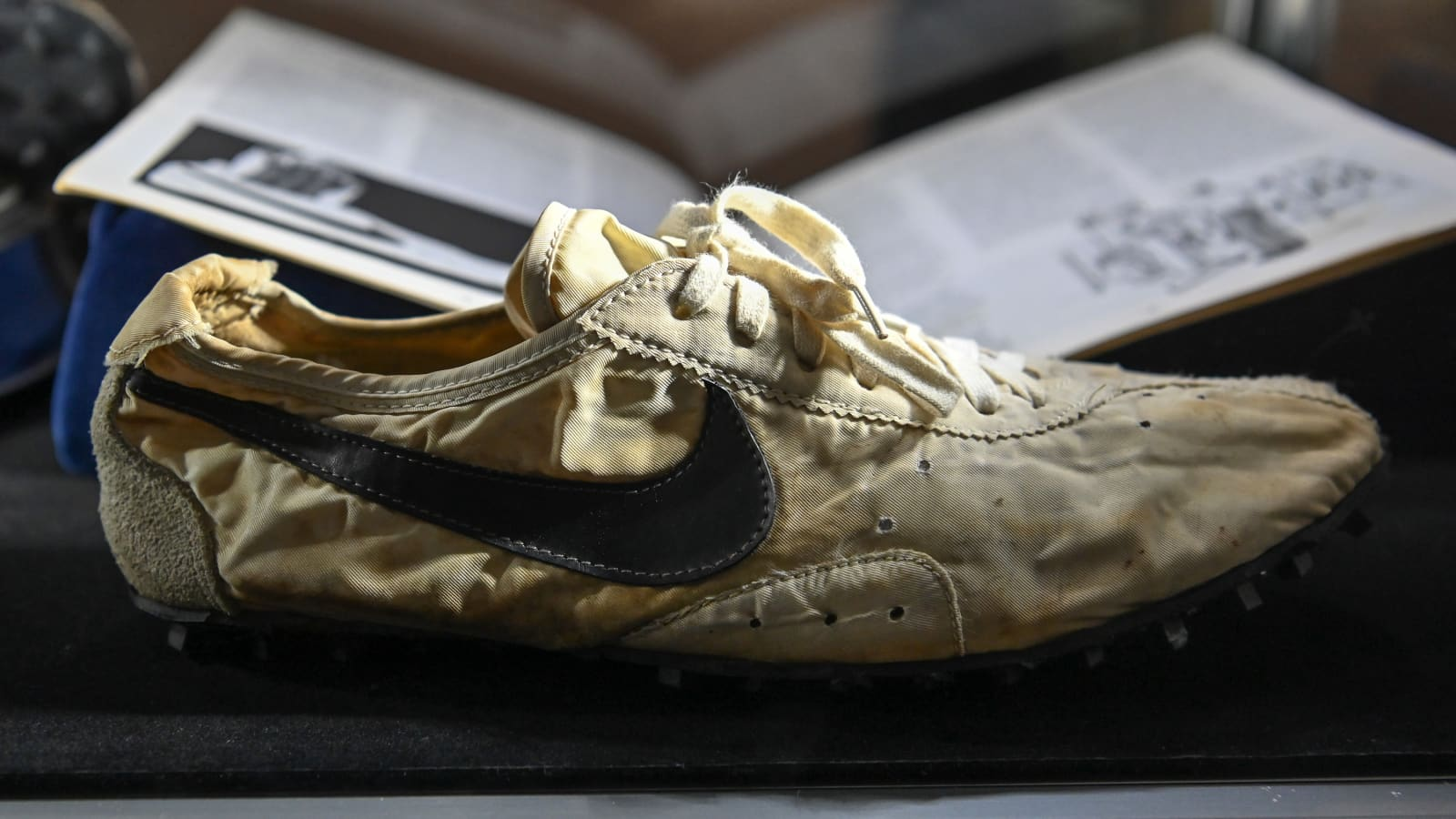 proyector barrer administración  Nike 'Waffle Shoe' becomes the most expensive sneakers ever auctioned