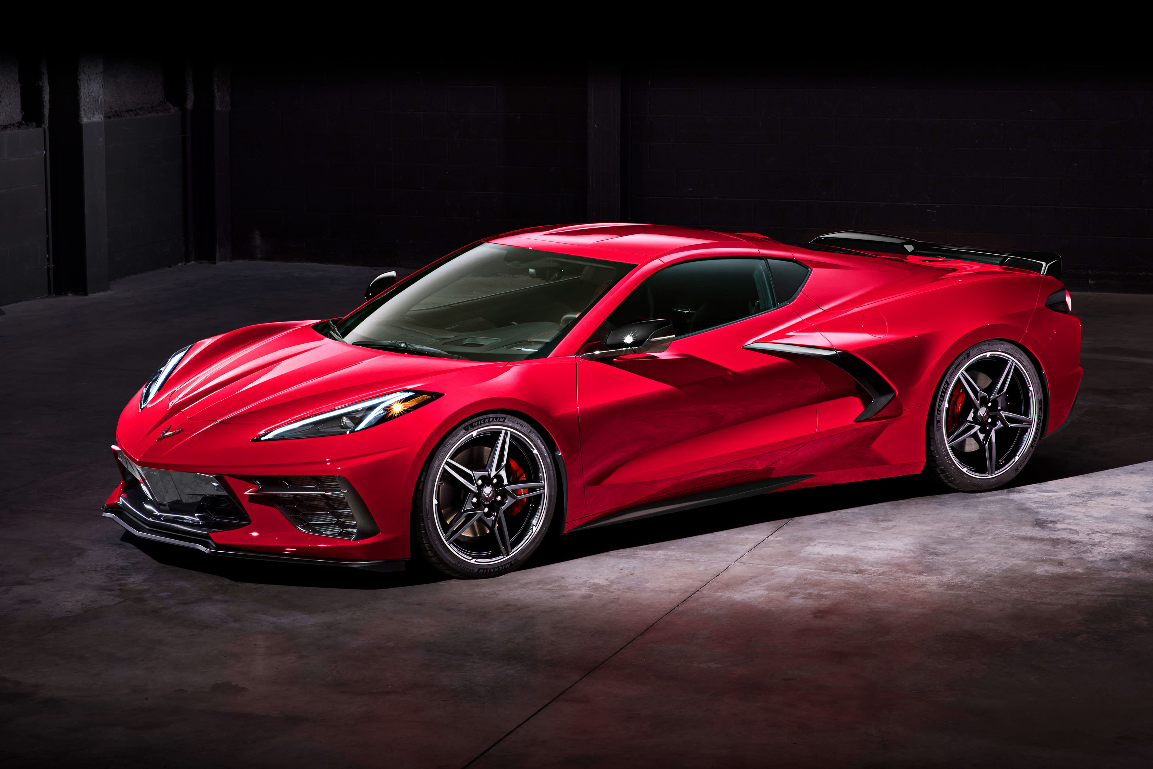 The new 2020 Corvette Stingray revealed. Guns for Ferrari with Chevy's first mid-engine design