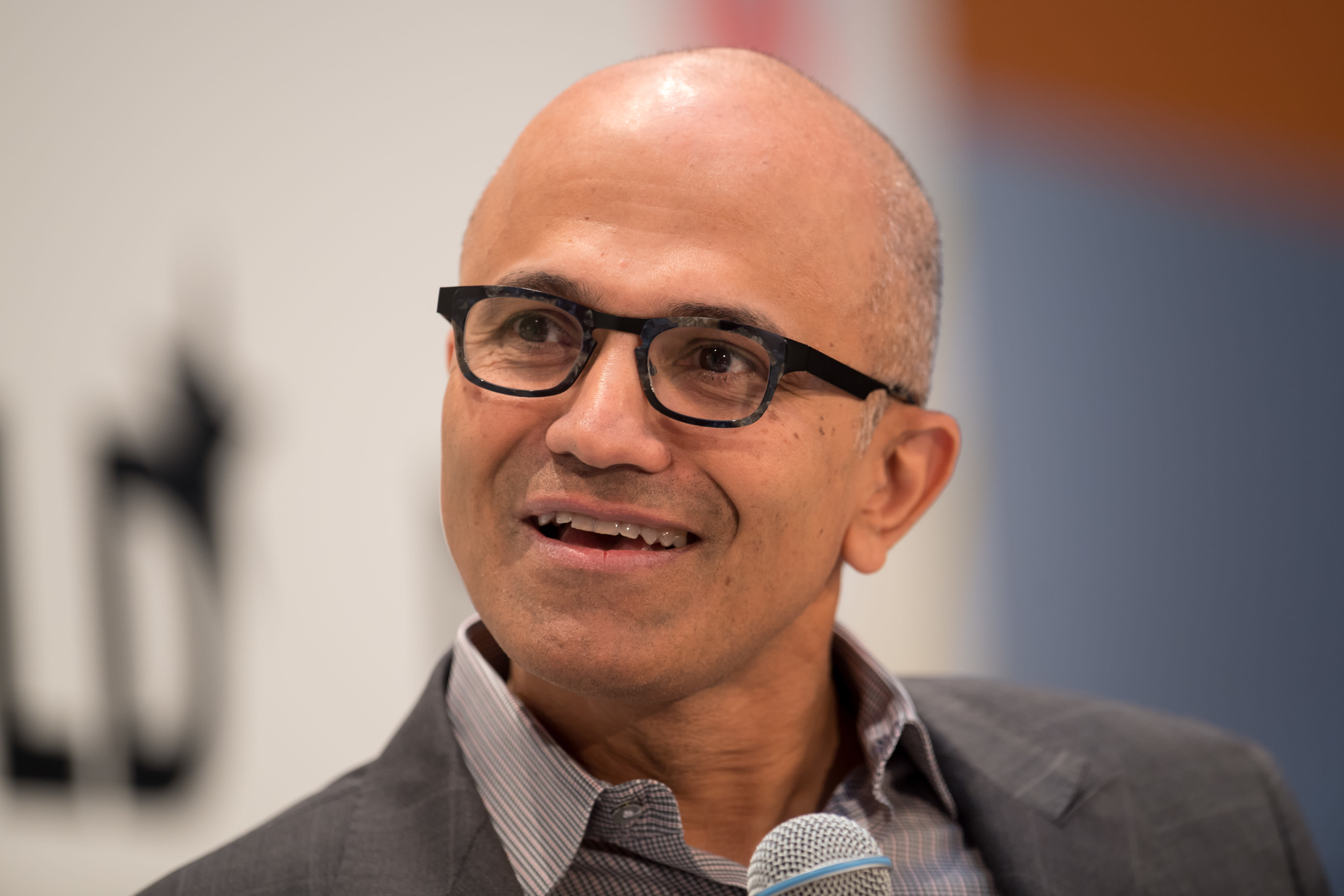 Microsoft snags hotly contested $10 billion defense contract, beating out Amazon