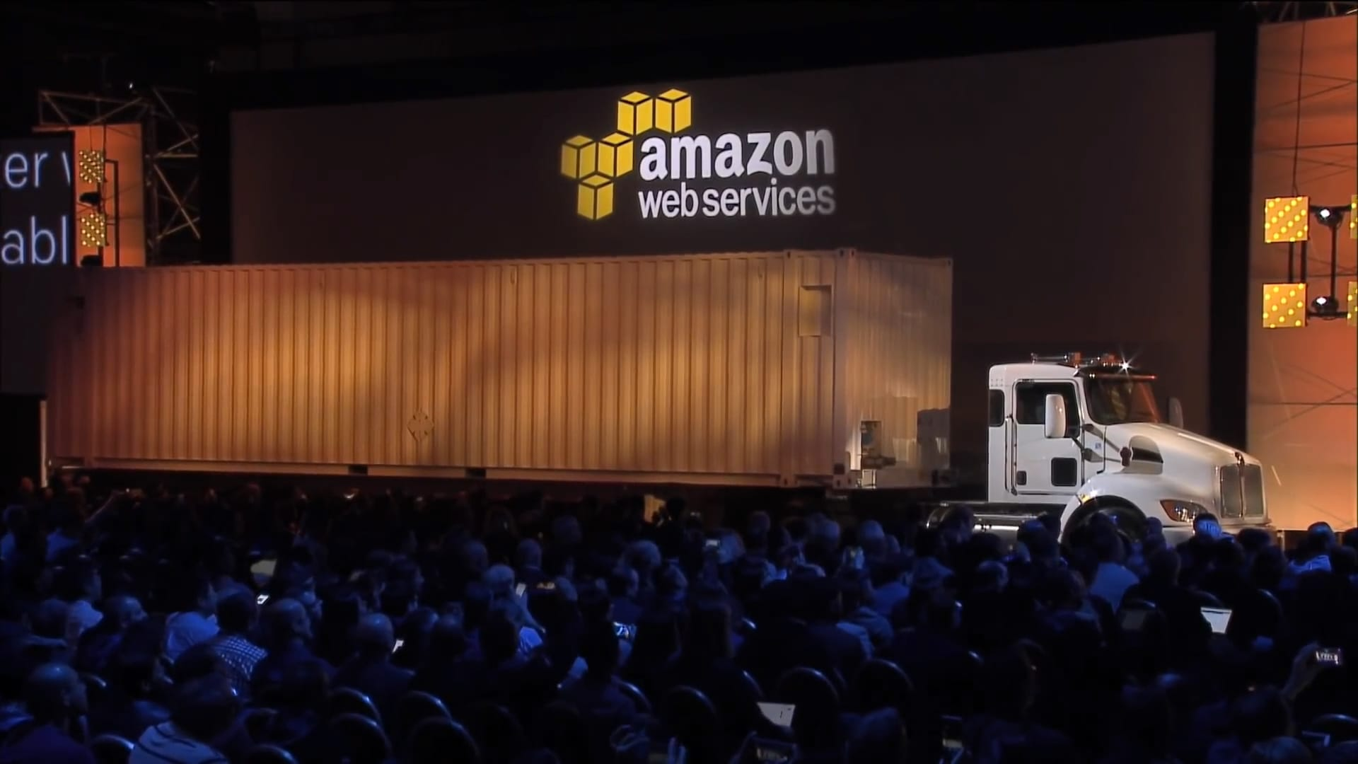 How Amazon uses 18-wheelers to transfer heavy data loads to the cloud