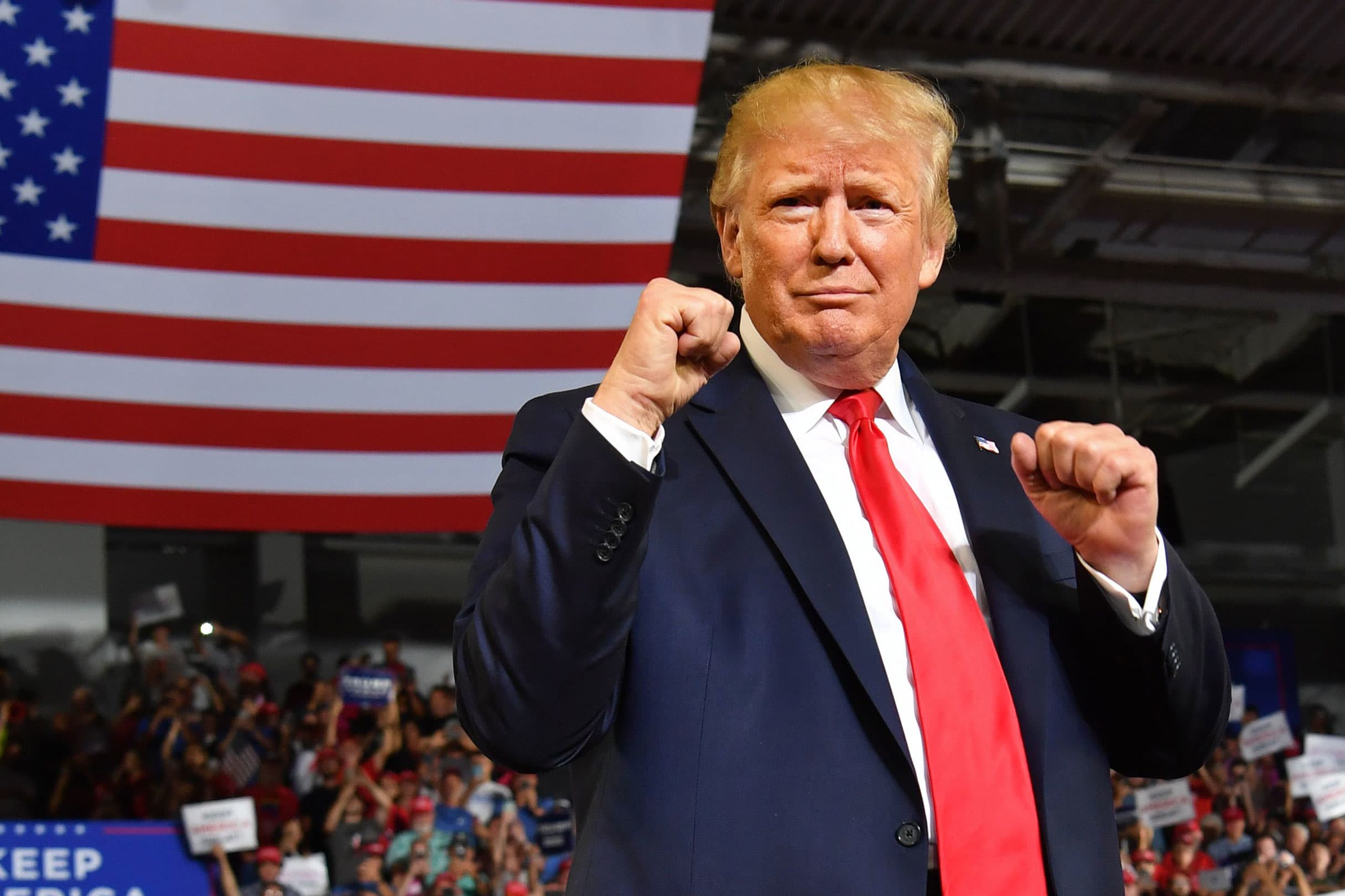 Moody's: Trump on his way to an easy 2020 win if economy holds up