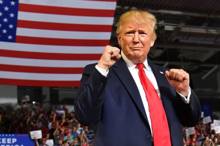 GP: Donald Trump makes fists at rally 190717