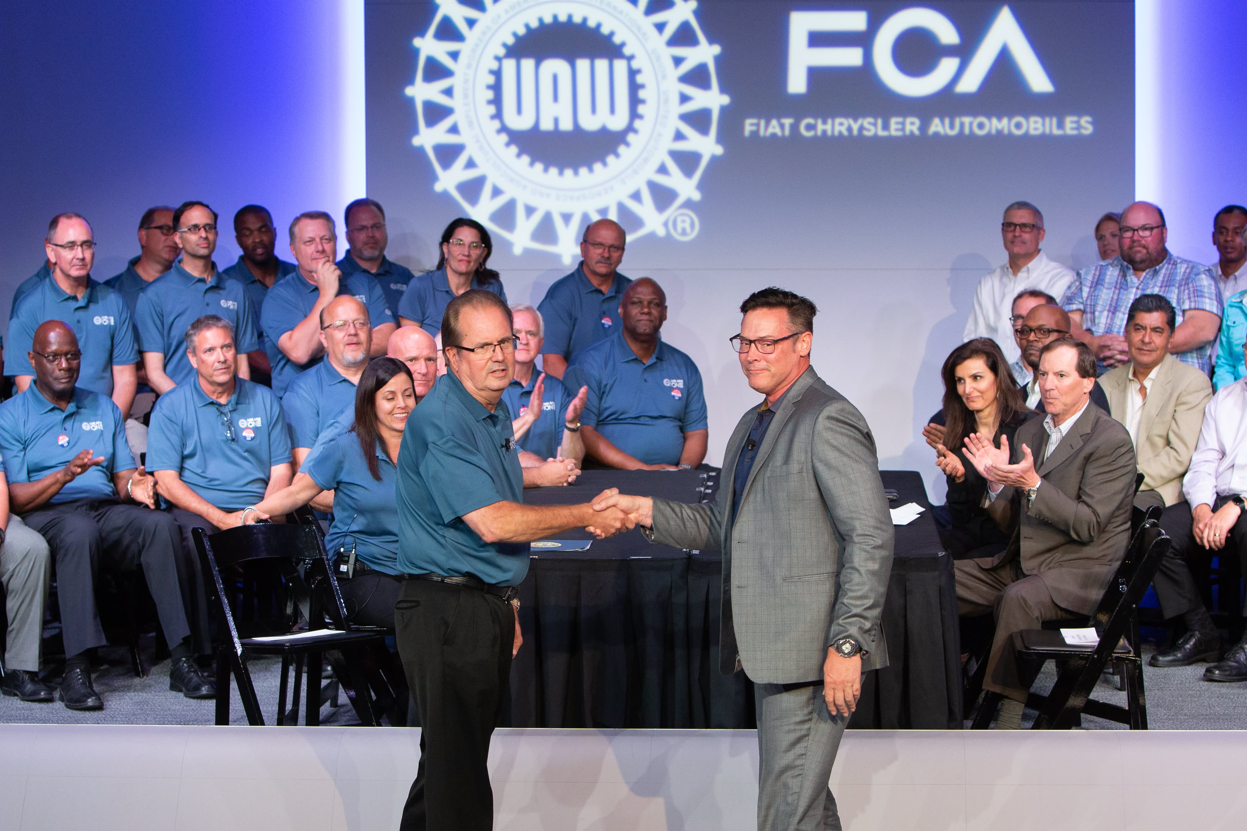 UAW approves labor deal with Fiat Chrysler, closing unprecedented talks with Big 3 Detroit automakers marked by a strike, corruption and litigation