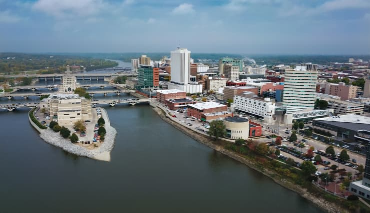 GP: Cedar Rapids Aerial Skyline View With River