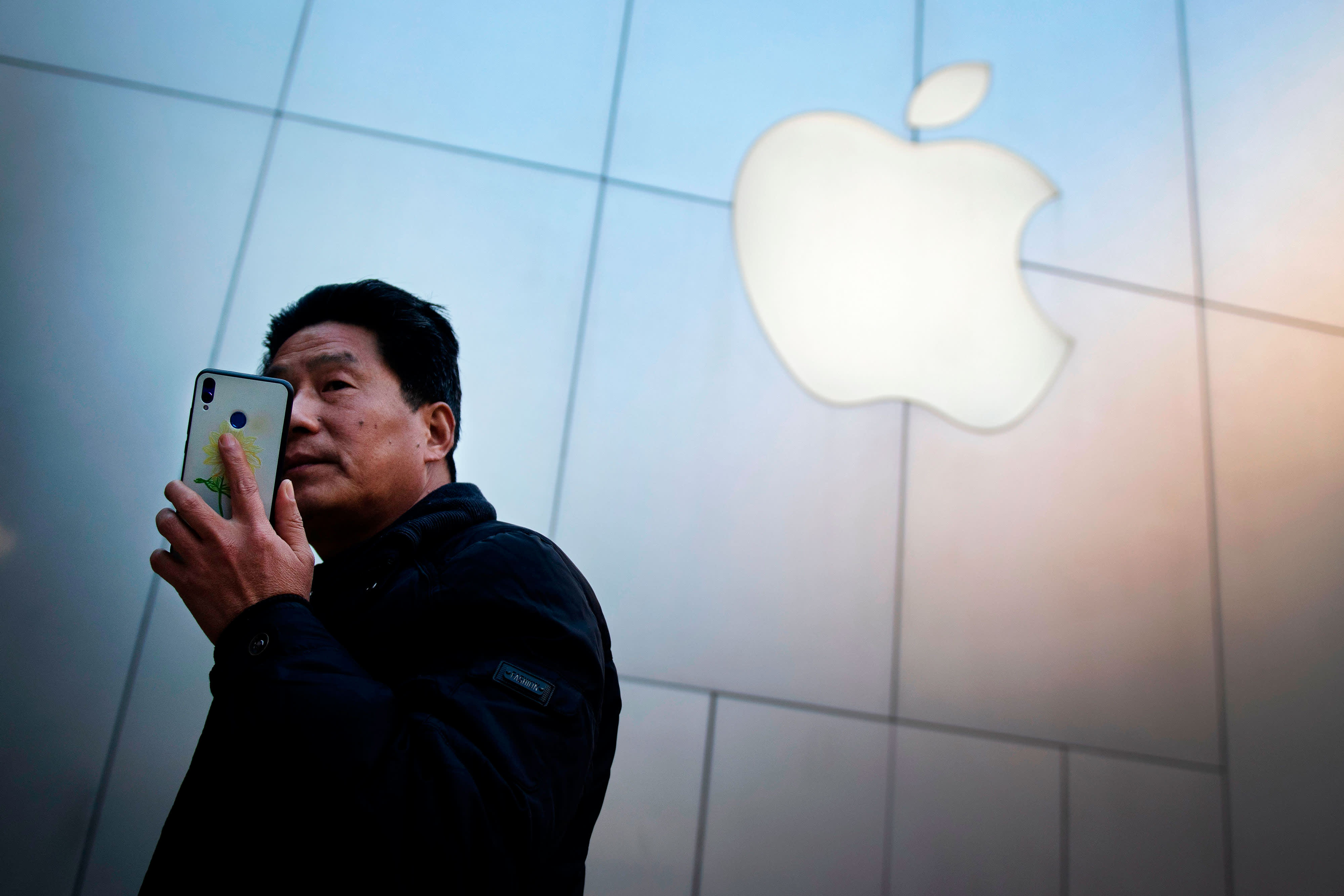 Apple and chip stocks slide after Trump orders US companies to look for alternative to China