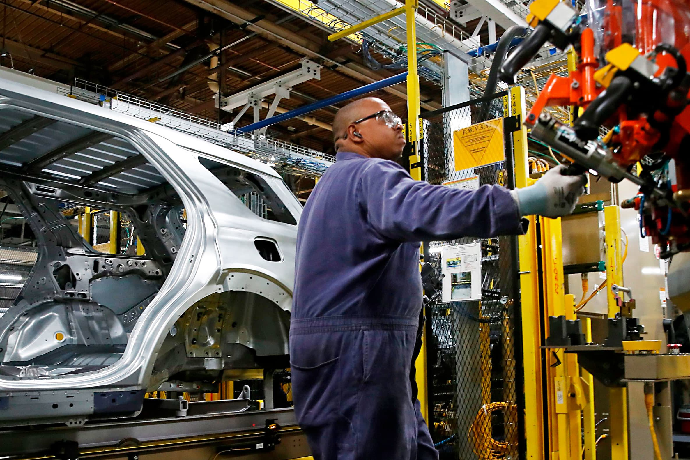 US producer prices barely rise as services remain subdued