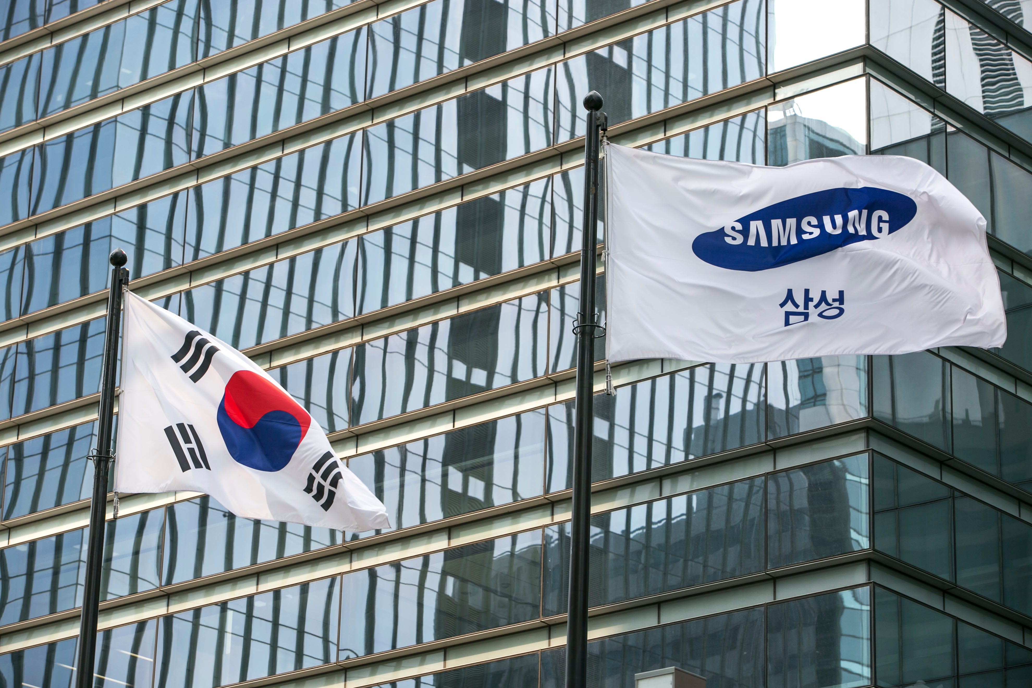 Samsung predicts fourth-quarter decline in profits due to...