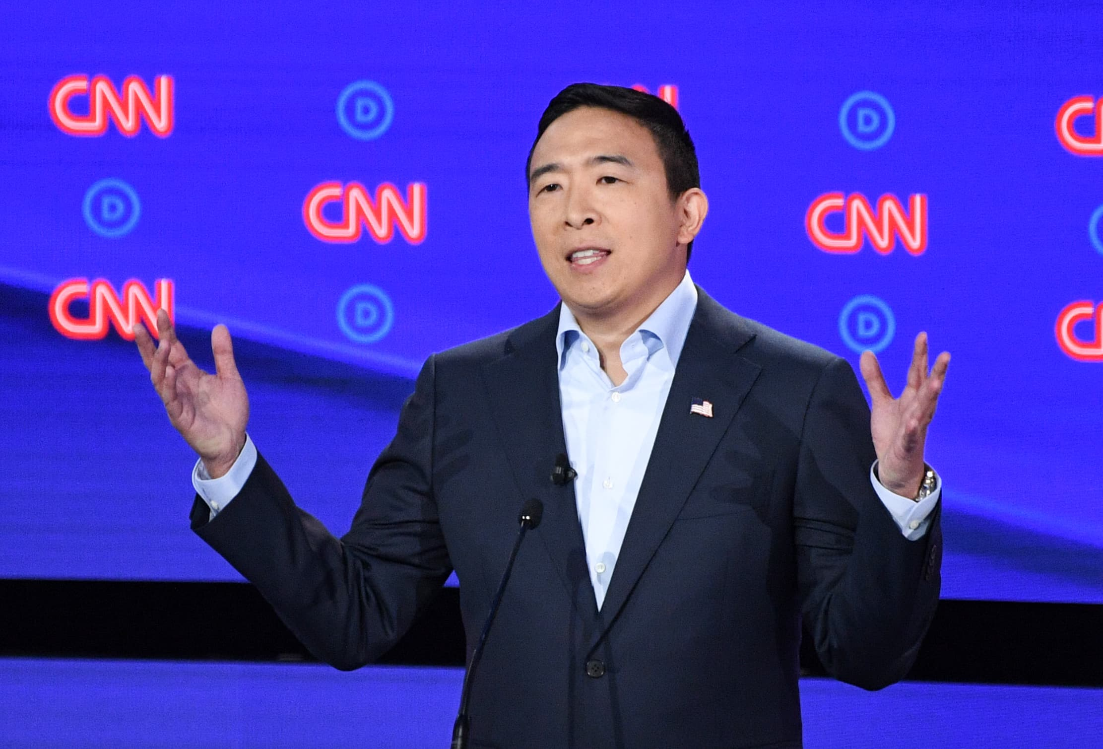 Andrew Yang turns question on Trump impeachment into a slam against Amazon for hurting retailers