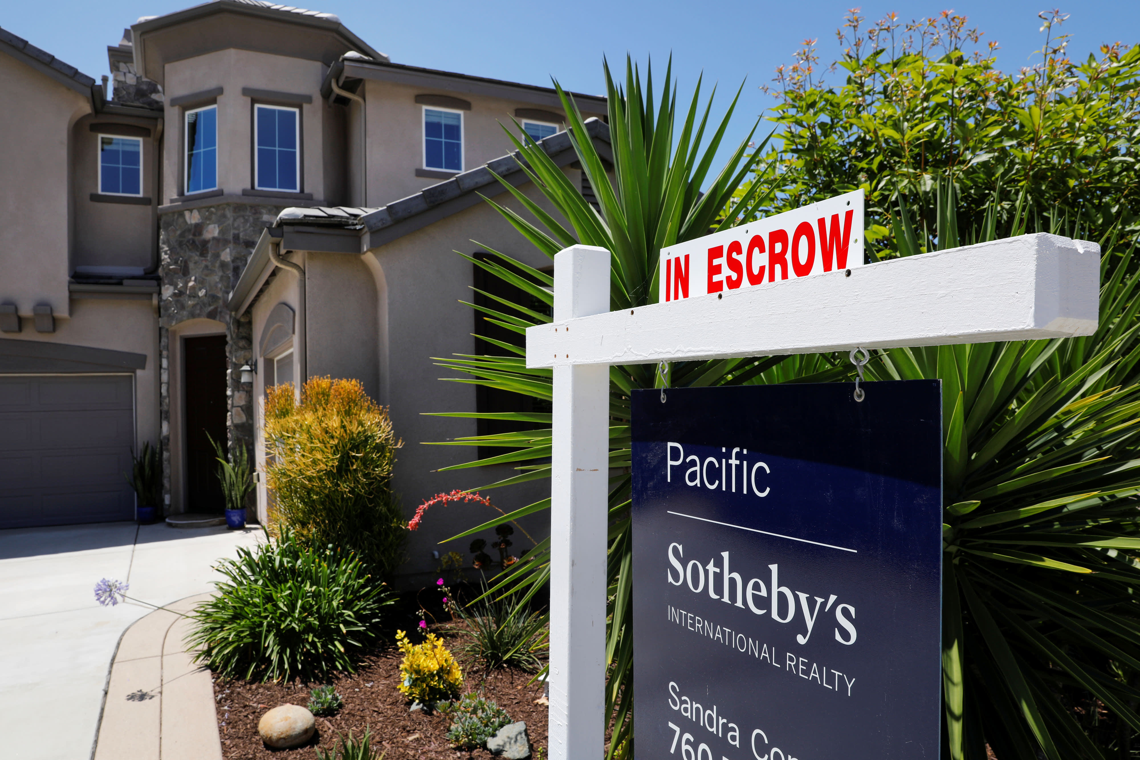 US home sales tumbled 1.7% in November