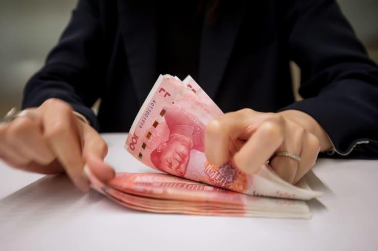 GP: Counting of Chinese Yuan At A Hang Seng Bank Branch