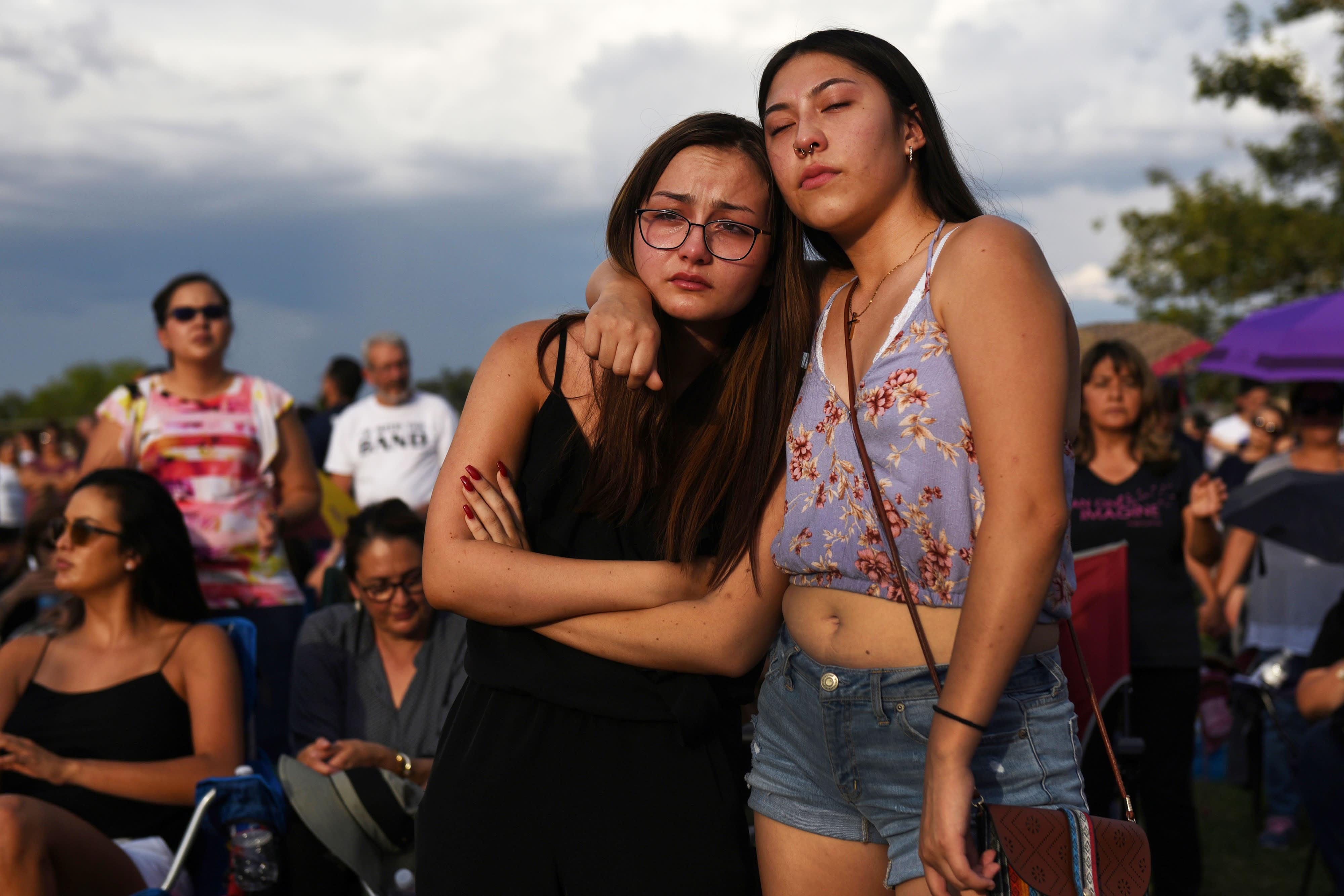 2020 Democratic candidates announce plans to combat gun violence, white nationalism following El Paso, Dayton massacres