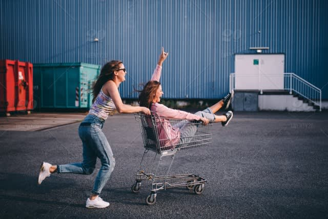 4 shopping tips that can help you save money on thrift store fashions