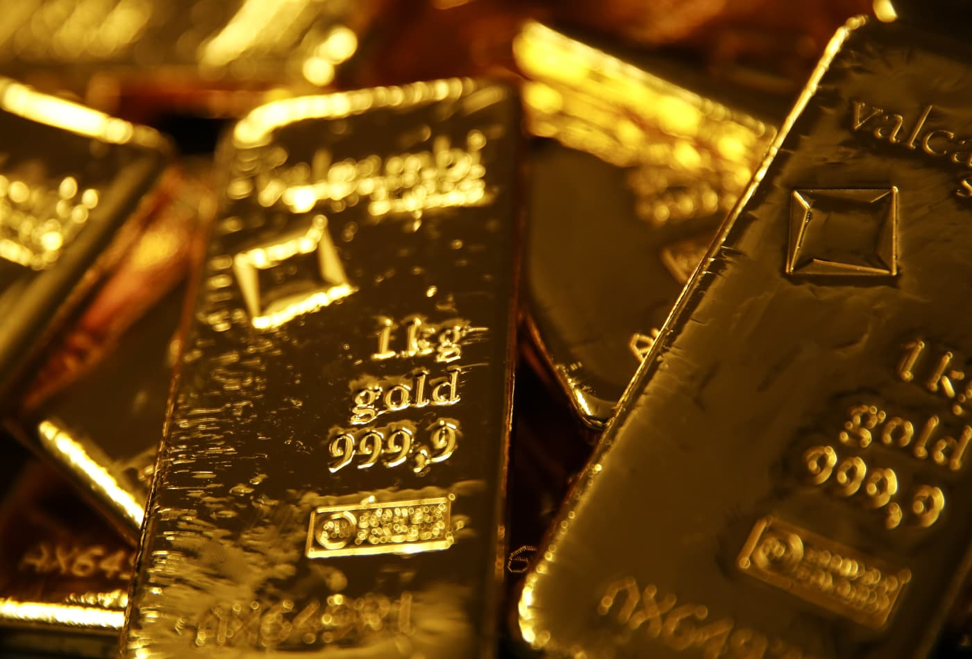 Gold surges to 7-year high as investors seek safety trade