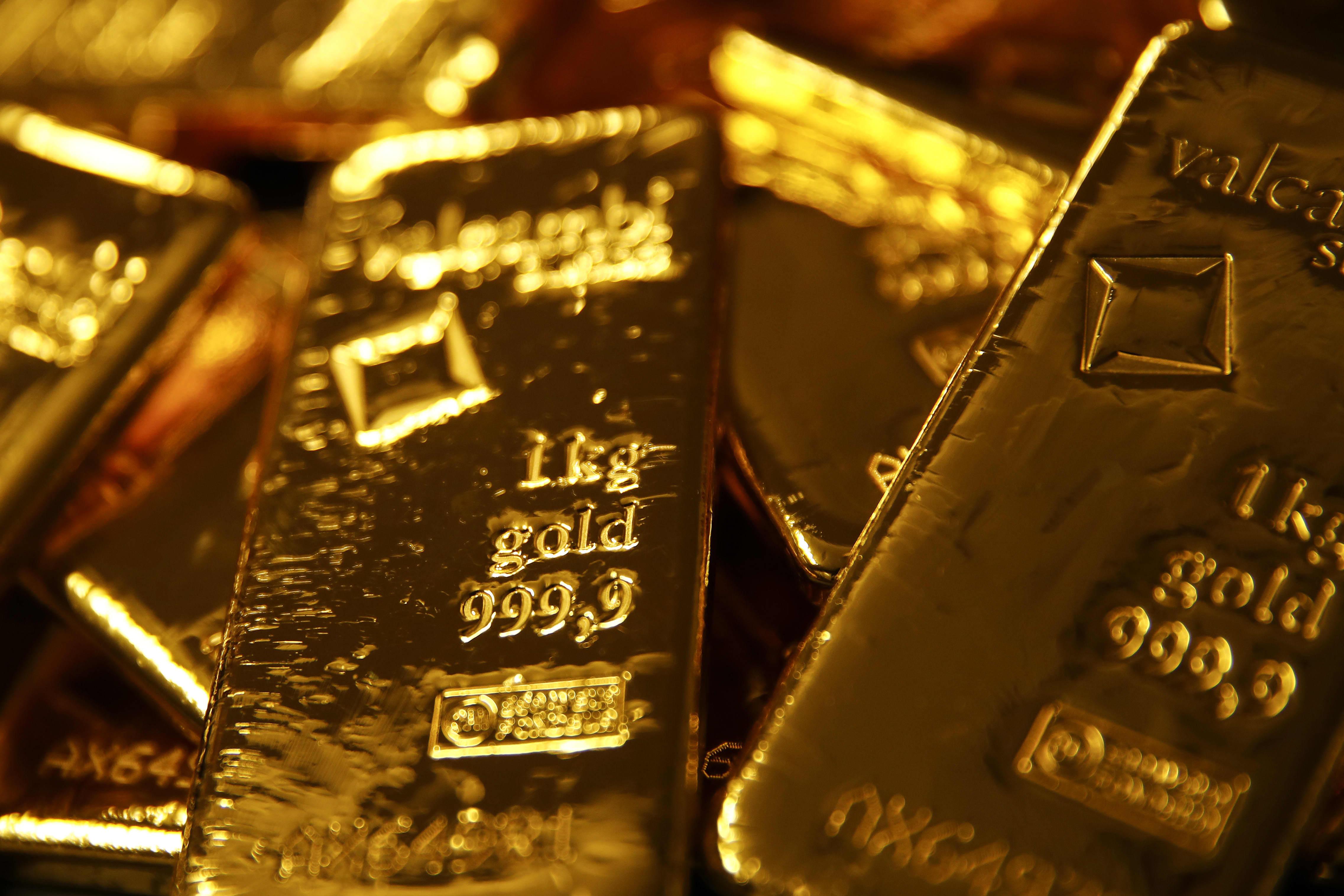 Gold Falls As Equities Drift Higher